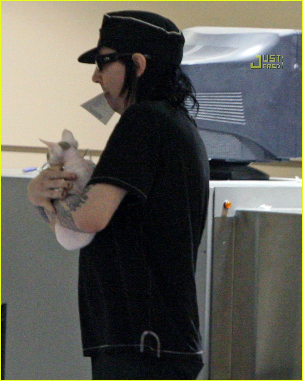 marilyn-manson-makeup-less-03