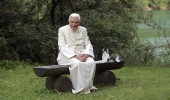 2007 IN REVIEW: POPE POSES IN LANDSCAPE OF NORTHERN ITALY