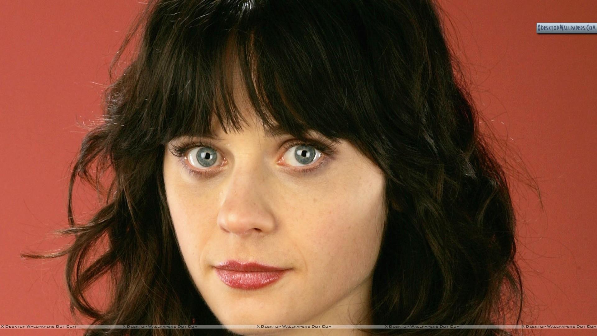 Cute-Face-Closeup-Of-Zooey-Deschanel