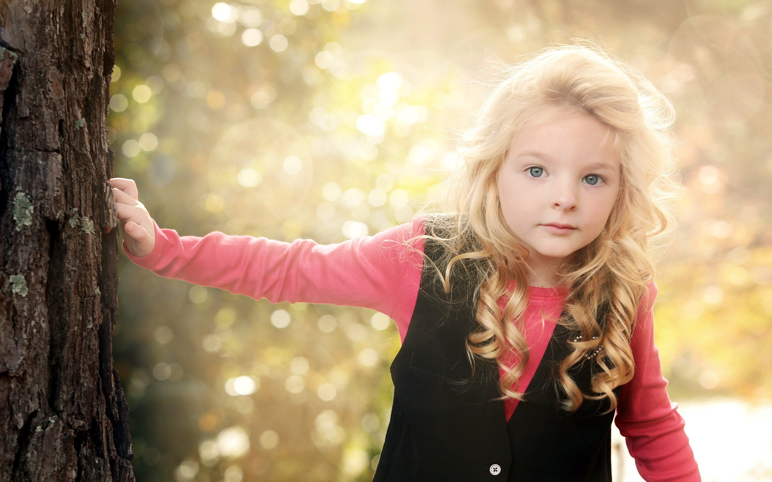 little-blonde-girl-photo-wallpaper-2560x1600