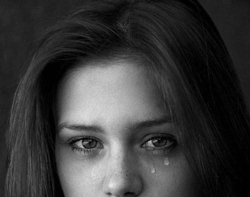 "Anuntul disperat al unei tinere din Bucuresti: ""O strigam si ea schelalaia si zgaria peretele speriata"""