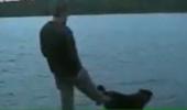 Karma lovește după ce un bărbat a tot sâcâit un câine | Patrupedul da din coada