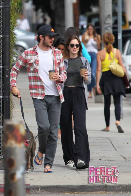 leighton-meester-adam-brody-dogs-and-coffee__oPt
