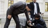 Mickey Rourke mai speră că poate salva maidanezii din Bucureşti