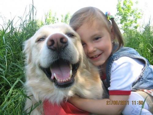 Rolly, cainele familiei si cel mai bun prieten al fetitei