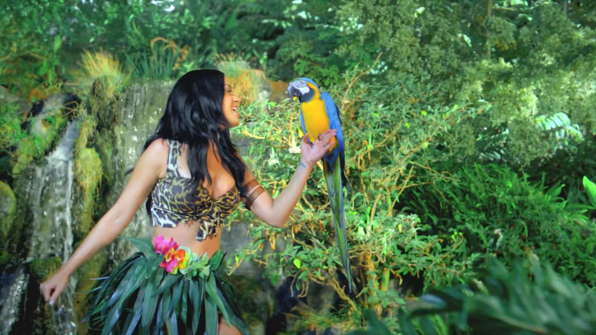 Katy-Perry-Roar-Music-Video-HD--29