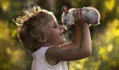 Cele mai SPECTACULOASE fotografii făcute de o mamă. Şi-a surprins copiii şi animalele în cele mai tandre ipostaze