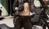 Poza zilei! O gagică motociclistă degeaba e SEXY atâta timp cat e eclipsată de …