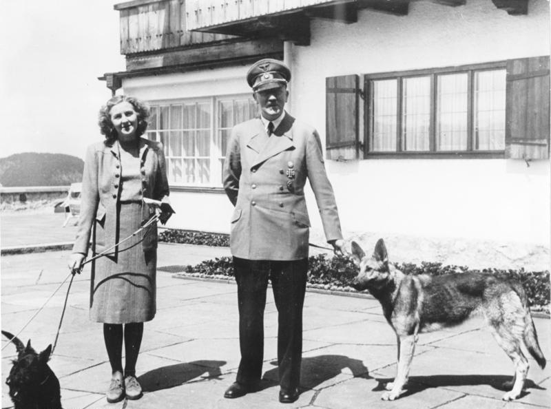 Hitler, Eva Braun si Blondi
