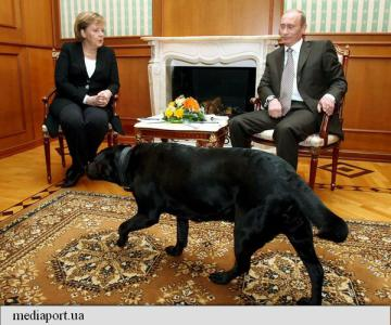 Vladimir Putin NU a vrut sa o sperie pe Angela Merkel cu cainele sau