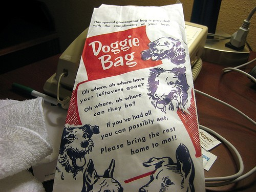 """""""Doggy bags"""", obligatorii in restaurantele cu peste 180 de portii de mancare/zi din Franta"""