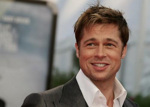 E vreo legatura intre Brad Pitt si musculita de fructe?