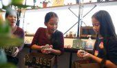 In Tokio, o noua moda: savurezi o cafea buna, langa un ARICI!