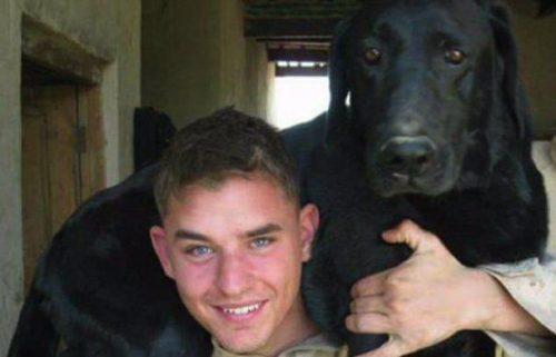 Și-a luat ADIO de la câinele său credincios într-un mod EMOȚIONANT! VIDEO