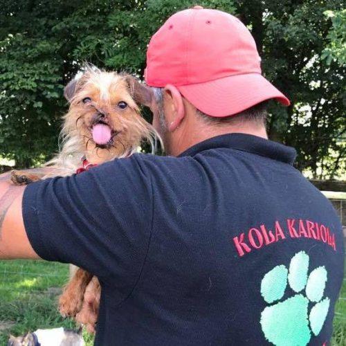 """MOMENT UNIC pentru un salvator de animale cunoscut. Nu va uita NICIODATĂ reacția unui cățel: """"Rămăsesem singur în parc…cu un ochi râdeam și cu altul plângeam……"""""""