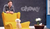 HT7RGG Dania Beach, USA. 01st Feb, 2017. Ryan Cohen, CEO of Chewy.com, and his poodle Tylee at the company's photo studio in Dania Beach, Fla. Credit: C.M. Guerrero/Miami Herald/TNS/Alamy Live News